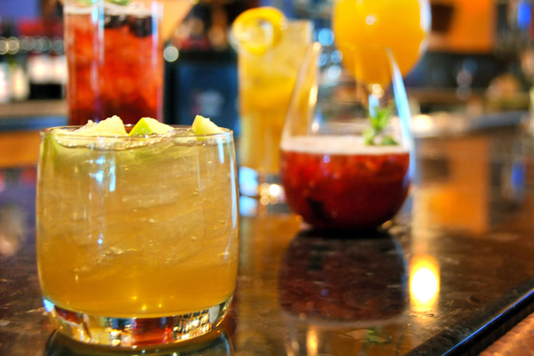 Sip & Stroll Cocktail Crawl Comes to the Golden Nugget
