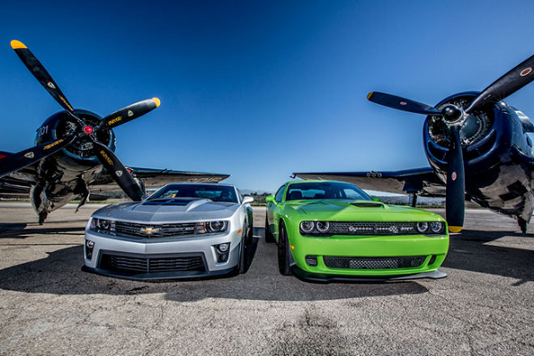 Drag Race: Chevy Camaro ZL1 vs Dodge Challenger Hellcat