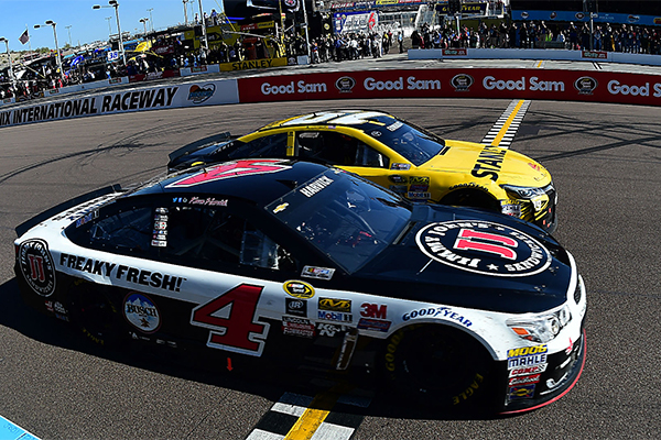 Kevin Harvick Edges Carl Edwards for Closest Victory in Series History