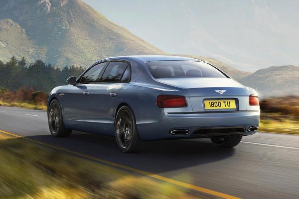 2017 Bentley Flying Spur W12 S Breaks 200 MPH